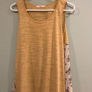 NWOT Le Lis gold and flower pattern flowing top